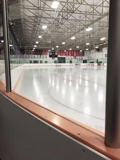 Hockey♥ My dad & the Greats told me if you can knock the boards down your good and if someone hurts you be first Katsuki Yuri, Yuuri Katsuki, Rink Hockey, Hockey Players, Ice Skating, Figure Skating, The Deal Elle Kennedy, Ice Aesthetic, Yuzuru Hanyu