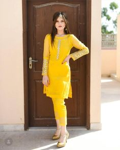 Sleeves Designs For Dresses, Neck Designs For Suits, Dress Neck Designs, Pakistani Fashion Casual, Pakistani Dress Design, Pakistani Outfits, Stylish Dresses For Girls, Stylish Dress Designs, Hand Embroidery Dress