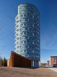 Image 1 of 22 from gallery of TYS Ikituuri Apartments / Sigge Arkkitehdit Oy. Photograph by Vesa Loikas Modern Buildings, Modern Architecture, Tower Building, Interesting Buildings, High Rise Building, Condominium, Turku Finland, Exterior, Gallery
