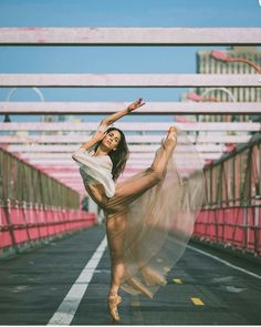 Street Ballet, Street Dance, Art Ballet, Ballet Dancers, Dance Photography Poses, Dance Poses, Dance Photo Shoot, Gymnastics Poses, Dance Movement