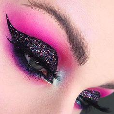 Gorgeous Makeup: Tips and Tricks With Eye Makeup and Eyeshadow – Makeup Design Ideas Purple Eye Makeup, Makeup For Green Eyes, Natural Eye Makeup, Eye Makeup Tips, Makeup Inspo, Makeup Ideas, Makeup Inspiration, Red And Black Eye Makeup, 80s Eye Makeup