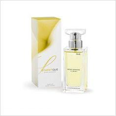 NAZWA: Damskie perfumy z feromonami SYMPATIQUE  FIRMA: Miiko Nakaido  POJEMNOŚĆ: 50ml  ZAPACH:       SYMPATIQUE Żółty  Perfumy Miiko Nakaido stworzone są dla osób chcących podkreślić swoją atrakcyjność. Feromony zawarte w perfumach są bezwonne lecz posiadają szczególne właściwości.   Skład zapachu:  Sympatique – Nuta głowy – mandarynka, pomarańcza, czarna porzeczka, gruszka Nuta serca – frezja, pittosporum, irys Nuta bazy – wanilia, piżmo
