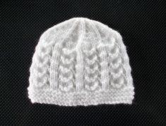 Marianna's Lazy Daisy Days: SOPHIE Baby Hat Baby Knitting Patterns Free Newborn, Beanie Knitting Patterns Free, Baby Cardigan Knitting Pattern, Baby Hat Patterns, Baby Hats Knitting, Crochet Patterns, Knitting Ideas, Knitting Projects, Knitted Baby Beanies