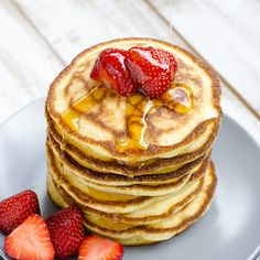 Pancakes with Strawberries. These pancakes are so fluffy and soft they are addictive. You can't stop making them! (English version below) Strawberry Pancakes, The Pancake House, Milk And Eggs, Having A Bad Day, Brunch Recipes, Have Time, Fresh Fruit, Blueberry, Waffles