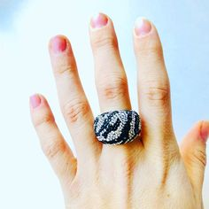 "10 To se mi líbí, 1 komentářů – Cupcakes And Plato (@cupcakesandplato) na Instagramu: ""AUTHENTIC Chic Zebra Swarovski Ring! A statement piece for any wardrobe! This beautiful palladium…"""