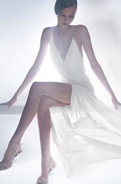 Karlie Kloss in Donna Karan / For more inspiration join us at www.facebook.com/missamystudio