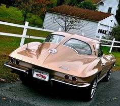 I seriously appreciate this color choice for this chevy convertible Us Cars, Sport Cars, Chevrolet Corvette Stingray, 1958 Corvette, Vintage Motorcycles, Sexy Cars, Amazing Cars, Chevy Trucks, Muscle Cars