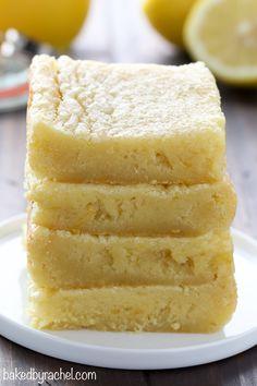 Soft and gooey homemade lemon curd blondie bar recipe from @bakedbyrachel