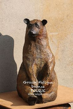"""Grosse fatigue"" bronze , ours , Telque Sculptures Céramiques, Art Sculpture, Bronze Sculpture, Art D'ours, Clay Design, Bear Art, Stone Carving, Ceramic Art, Art Day"