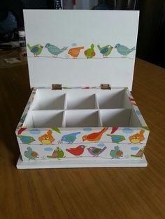 Caja de té #decoupage Decoupage Box, Decoupage Vintage, Painted Wooden Boxes, Hand Painted, Altered Cigar Boxes, Boxes And Bows, Wood Book, Tea Box, Box Art