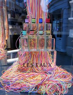 www.retailstorewindows.com: Diptyque, London. Amamos vitrines bem boladas e produzidas com excelência. Aqui fizemos nossa própria seleção do que nos encanta no Mundo das Vitrines. Esperamos que gostem! We love well done window displays! We create our own panel with our favorites just for you. www.vitrinemania.com.br #vitrine #vitrines #windowdisplay @varejo #retail #moda #fashion #visualmerchandising #vitrinismo