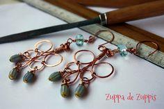 Orecchini artigianali interamente realizzati a mano in rame forgiato a freddo con cristalli e murrine celeste chiaro