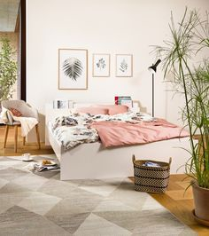 Micasa Schlafzimmer mit Bett LAURIE, weiss und Korb ROBBI Dream Decor, Gallery Wall, Bedroom, Furniture, Home Decor, Living Room, Interior, Bed, Ad Home