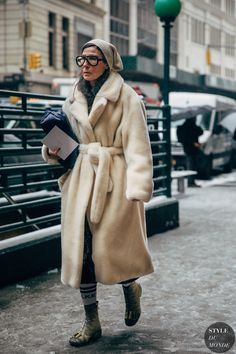 Veronique Tristam between the style exhibits. The publish New York FW 2019 Street Style: Veronique Tristam appeared first on STYLE DU MONDE New York Street Style, Street Chic, Street Wear, Winter Outfits, Mode Style, Gq Style, Mode Outfits, Autumn Winter Fashion, Winter Street Fashion