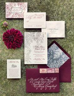 Thiệp cưới vintage gam màu đỏ mận rất ấn tượng