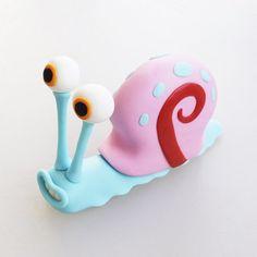 Gary the Snail - Free Cake Topper Tutorial - fondant, gum paste, figurine, Spongebob Polymer Clay Animals, Cute Polymer Clay, Cute Clay, Polymer Clay Projects, Polymer Clay Charms, Diy Clay, Clay Crafts, Fondant Cake Toppers, Fondant Figures