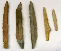 La Gravette, the type site for the Gravettian Indian Artifacts, Native American Artifacts, Ancient Artifacts, Stone Age Tools, Leaf Shapes, Paleo, Type, Native American Crafts, Beach Wrap