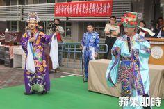 nice 6名役男粉墨登場 歌仔戲服全拍出   「我身騎白馬過三關,我改換素衣啊…回中原」隨著《探寶釧》的戲碼清唱後,馬上進入1000元、1300元等此起彼... http://taiwanese.moe/archives/584708 Check more at http://taiwanese.moe/archives/584708