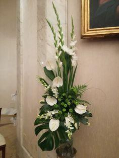 Church Flower Arrangements, Church Ideas, Art Floral, Kirchen, Beautiful Flowers, Tropical, Basket, Plants, Beautiful Flower Arrangements