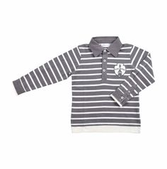 "Chemise tipo ""Polo"" para niño, de rayitas gris oscuro y hueso. Cuello de camisa en color gris. Al frente del lado izquierdo, un parche en tonos de grises. The Bund, Polo Shirt, Polo Ralph Lauren, Mens Tops, Shirts, Fashion, Shirt Collars, Dark, Little Girl Clothing"