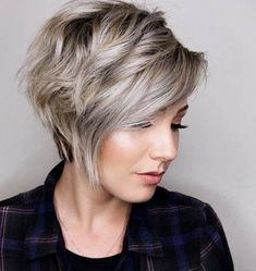 One of the best hair is short hair. So, how to layer short hair? A layered haircut is the best cut hair to add more volume to your hair. Here are some tips