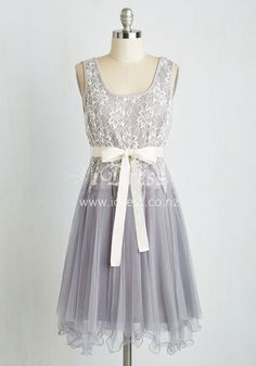 Sleeveless Knee Length White Lace Over Grey Tulle A-Line Bridesmaid Dress