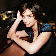 Rachel Dratch, best known for her Debbie Downer character on Saturday Night Live , recently volunteered her comedic talents for a televised publi. Saturday Humor, Snl Saturday Night Live, You Make Me Laugh, Celebrity Look, Look Alike, Girl Humor, Funny Faces, Funny People, Powerful Women