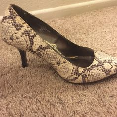 """Cream snake skin patterned heels Cream and little bits of light and dark gray in a snake skin pattern. Not worn very much, but they are pre-loved (good enough condition to resell, but I wouldn't describe them as """"great condition.""""). Looks like the heel is 3 or 3.25 inches. I would keep them, but I don't like being taller than my husband :) Merona Shoes Heels"""