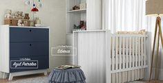 Dormitório infantil com os padrões de MDF Azul Petróleo e Sibéria. #MDF #decoraçãoMDF #decoração #DesignInteriores #padrõesMDF #homedecor #decoração #quartomenina #quartomenino #quartoinfantil #quartodebebe #peçasMDF #guardaroupamdf