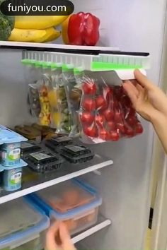 Refrigerator Organization, Kitchen Organization Pantry, Diy Kitchen Storage, Home Organization Hacks, Food Storage, Organizing, Fridge Storage, Small Space Organization, Organized Fridge