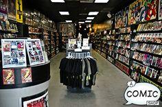 Rack con la camisas y los comics