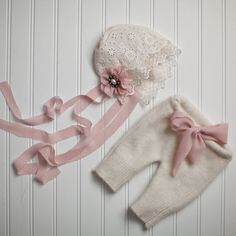 Items similar to Newborn Photography Prop Bonnet and Pants Set on Etsy 131133740f