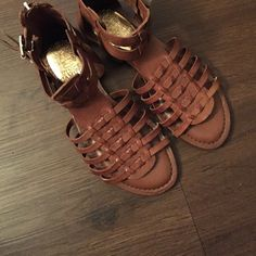 Vince Camuto W-Karista Size 5M/35 Preloved! In great condition- hardly worn.  Trades Vince Camuto Shoes