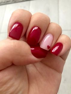 Beautiful Nail Art Ideas for Red Manicure If you want a new manicure but can't think of a new one, red nail polish is definitely the best choice, red nail polish is a style that many Valentine's Day Nail Designs, Acrylic Nail Designs, Heart Nail Designs, Nail Polish Designs, Nails Design, Heart Nails, My Nails, Heart Nail Art, Happy Nails