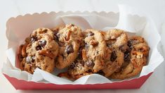 Salted Butterscotch Pudding Pretzel Cookies This incredible sweet-and-salty cookie from our kitchens combines butterscotch pudding chocolate chips and pretzels for a brilliant new treat you wont soon forget. Cookie Desserts, Just Desserts, Cookie Recipes, Delicious Desserts, Dessert Recipes, Cookie Ideas, Nutella Recipes, Yummy Food, Picnic Recipes