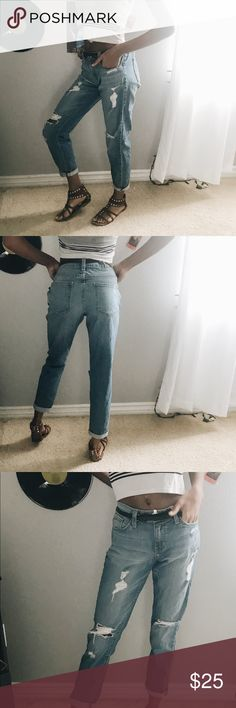 Boyfriend jeans🌻 Loose fit boyfriend jeans , the jeans state 25 waist but it fits very loosely on me and my waist is a 24- 25in so this could be suitable for sizes above as well ; I am 5'5 and these come slightly above my ankle comment below for questions 💖😊 just black Jeans Boyfriend
