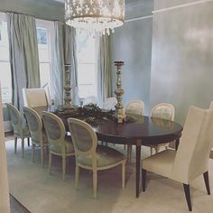 Beautiful dining room we've been working on coming together for the holidays!  #shopriversspencer #interiordesign #interiordesigner