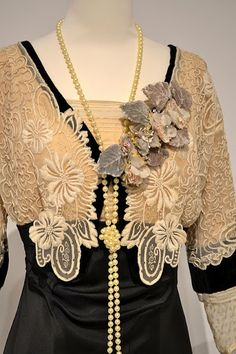 """Emma Thompson's costume in """"Sense & Sensibility"""" [2nd of two pins]"""