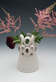 Functional ceramic art and pinch pottery made in Chicago by Emily Schroeder Willis who was an artist at the Archie Bray Foundation. Ceramic Clay, Ceramic Vase, Ceramic Pottery, Pottery Pots, Pottery Ideas, Clay Vase, Flower Frog, Ceramics Projects, Ceramic Flowers