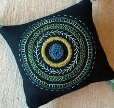 Pillow Embroidery, Hand Embroidery Videos, Blackwork Embroidery, Hand Work Embroidery, Embroidery Flowers Pattern, Wool Embroidery, Hand Embroidery Stitches, Wool Applique, Chinese Embroidery