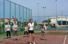Jeśli chcesz nauczyć się grać w tenisa oraz doskonale spędzić wakacje - polecamy obóz tenisowy z lektorem/ #tenis #obozytenisowe.
