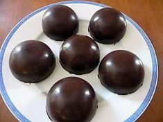 Recipe for Chocolate Domes with Pear Mousse and Crunchy Speculos Thermomix Desserts, No Cook Desserts, Great Desserts, Mini Desserts, Entremet Recipe, Chocolate Dome, Desserts With Biscuits, Mango Cake, Chocolate Banana Muffins