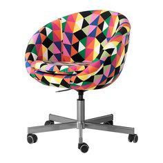 IKEA - SKRUVSTA, Drehstuhl, Majviken bunt, , Die Sitzfläche lässt sich auf bequeme Arbeitshöhe einstellen.Die Rollen mit Gummiüberzug gleiten sanft über jede Art von Fußbodenbelag.