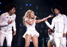 La veille, Mrs Carter, aka #Beyoncé, était, elle, à l'autre bout du pays, à Charlotte, en Caroline du Nord. Les cheveux libres, cette fois.