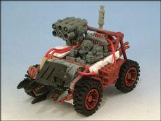 I believe this ork buggy has a chassis made of lego, I like! Warhammer Figures, Warhammer 40k Miniatures, Warhammer Fantasy, Orks 40k, Warhammer 40000, Hover Bike, Ashley Wood, Custom Hot Wheels, Fantasy Battle