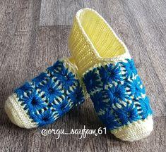 Crochet Baby Shoes, Slippers, Fashion, Moda, Fashion Styles, Crocheted Baby Booties, Slipper, Fashion Illustrations, Flip Flops