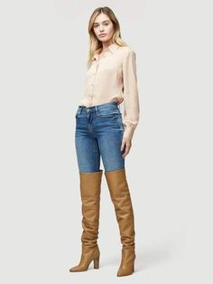 This chic and minimal over the knee boot is a combination of FRAME's laid back, California-cool aesthetic with Tamara Mellon's time-honored luxury shoe design. Sexy Boots, Cool Boots, Thigh High Boots Heels, Heeled Boots, Sexy Stiefel, 70s Shirts, Leder Outfits, Over The Knee Boots, Jeans And Boots