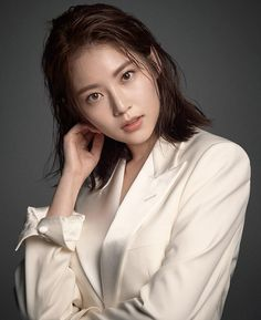 South Korean star Lee Min-jung wears fall's signature piece Japanese Beauty, Korean Beauty, Japanese Girl, Asian Beauty, Prity Girl, Jung So Min, Asia Girl, Beautiful Asian Women, Korean Actresses