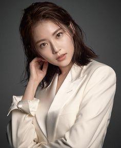 South Korean star Lee Min-jung wears fall's signature piece Japanese Beauty, Korean Beauty, Asian Beauty, Japanese Girl, Tb Joshua, Prity Girl, Jung So Min, Model Face, Korean Actresses