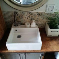 RoomClipに共有された「バスルーム 洗面所」に関連する部屋のインテリア実例は 4595 枚あります。他にも トイレ/寝室/ベッド などについての部屋のインテリア実例を紹介しています Washroom, Mosaic Tiles, Sink, Home Decor, Mosaic Pieces, Sink Tops, Vessel Sink, Decoration Home, Room Decor